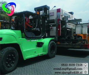 Sewa Forklift untuk bongkar mesin dari angkutan